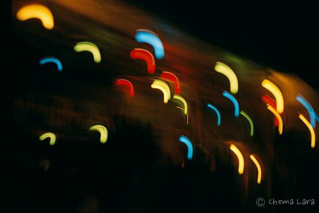 Boomerangs de luz en las fiestas de La Paloma