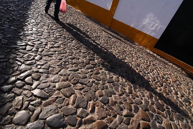 Las sombras en Évora son alargadas