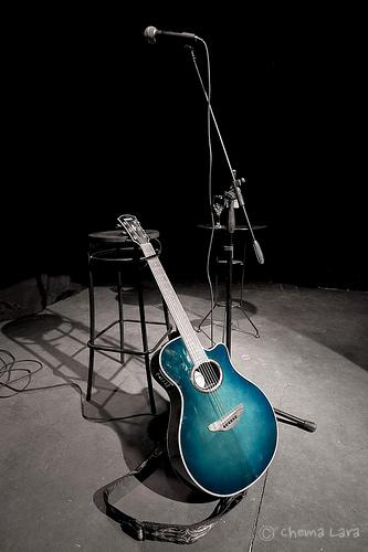 Guitarra y negro